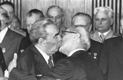 Beso, socialismo