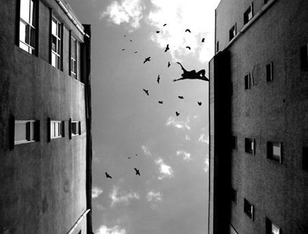 hombre saltando tejado