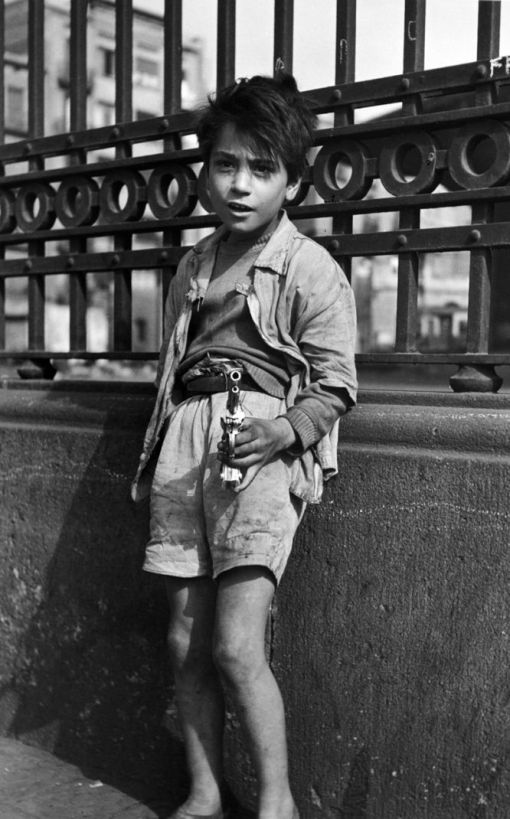 Francisco Ontañón, niño con pistola, grupo afal