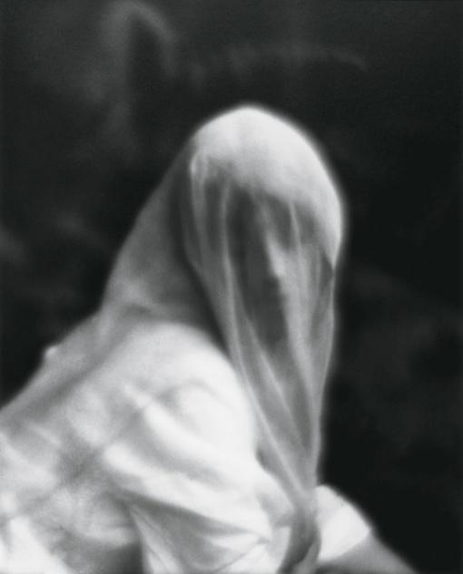 Mujer con velo, Imogen Cunningham, 1910.